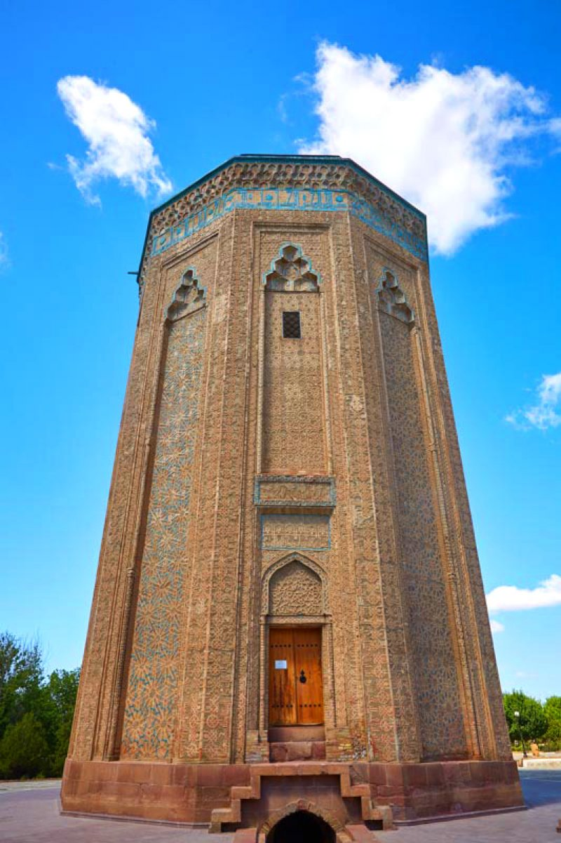 Momuna Khatun Tomb